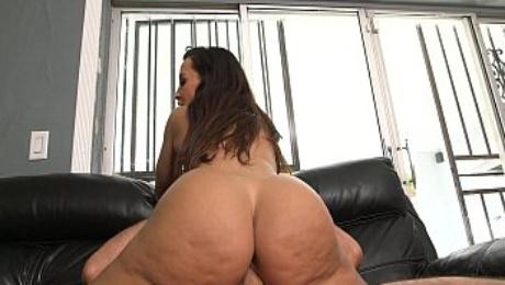 The Ultimate MILF Booty - Lisa Ann