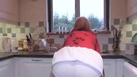 British Rosemary does ass to mouth in her kitchen.